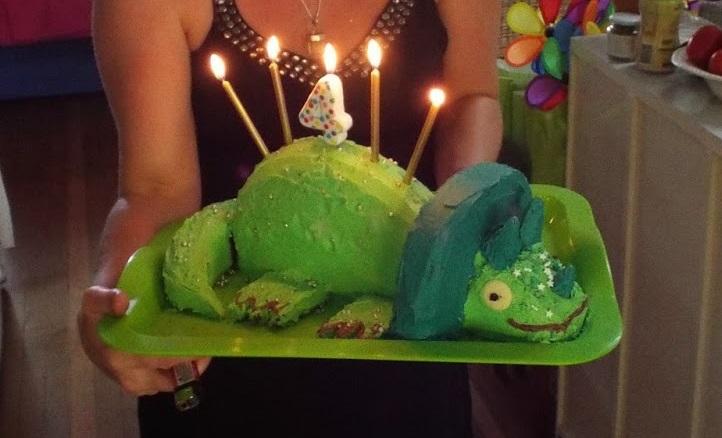 bek-mugridge-dino-cake